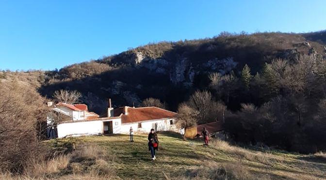 Отвъд релсите до Разбоишкия манастир
